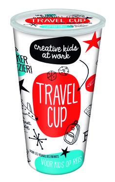 Verveling in de auto, vliegtuig of trein voorkom je met deze travel cup. De beker zit vol leuke spelletjes voor onderweg.#vakantie #autobingo #spelletjes #auto #trein #vliegtuig #tweeonsgeluk #webshop