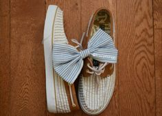 What's a Sperry Topsider without a cute retro bow with it? This bow is so simple yet so cute!!!! @northernbellebowsboutique has such cute bows!! Omgg!! ♥♥♥  Thankyouu