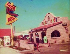 vintage Taco Bell There was one like this on Hillsborough Ave. It was the first time I'd been to a Taco Bell. I had a Bell Burger. never heard of a Taco. Drive In, Great Memories, Childhood Memories, School Memories, Childhood Toys, Photo Memories, Family Memories, Vintage Ads, Vintage Photos