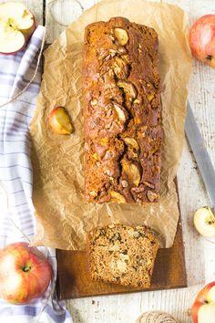 jablkový chlebík s vlašskými orechmi Banana Bread, Desserts, Food, Tailgate Desserts, Deserts, Essen, Postres, Meals, Dessert