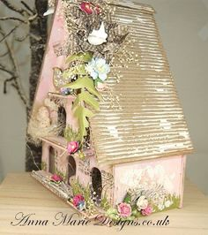 This is a fantastic project for anyone who loves Doves and Houses. In this kit you will also receive three shelves, perch and a Dove. Very Merry Christmas, All Things Christmas, Christmas Crafts, Altered Boxes, Altered Art, 3d Paper Crafts, Paper Art, Birdhouse Craft, Birdhouses
