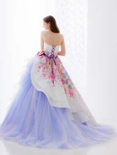 The best in the west and the east ! beautiful dresses in 20 Unique Prom Dresses, Stylish Dresses, Elegant Dresses, Pretty Dresses, Fashion Dresses, Gala Dresses, Ball Gown Dresses, Fantasy Gowns, Mode Outfits