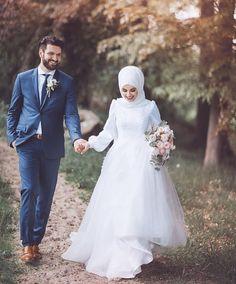 Real wives show you real path ❤️ Hijabi Wedding, Muslimah Wedding Dress, Muslim Wedding Dresses, Wedding Couple Poses Photography, Wedding Couple Photos, Wedding Couples, Life Photography, Couple Hijab, Wedding Photoshoot