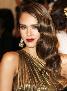 Lady is a Vamp: Best Dark Lips of 2012 - Jessica Alba Hair Color♡ Wedding Hairstyles For Long Hair, Vintage Hairstyles, Hair Styles 2014, Curly Hair Styles, Finger Wave Hair, Finger Waves, Wedding Makeup For Brunettes, Jenifer Aniston, Side Part Hairstyles