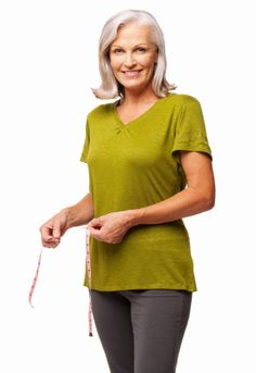 8 Natural Ways to Fight Weight Gain in Menopause—It's all about the fruit and veggies! Health And Beauty, Health And Wellness, Health Tips, Health Fitness, Health Articles, Healthy Aging, How To Stay Healthy, Menopause Relief, Menopause Signs