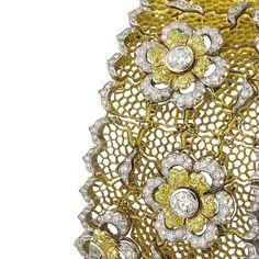Handcrafted details make every single #Buccellati jewel a unique piece of art. #BuccellatiSummer #BuccellatiHoneycomb