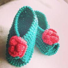 Sapatinhos feitos de Crochê e muito Carinho R$ 35,00