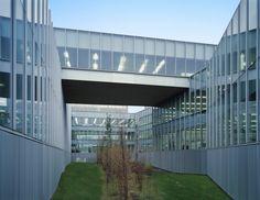 Proyecto Oficinas Gamesa Eólica, Arquitecto Francisco Mangado. Pamplona. Fotografía: Roland Halbe. Doble piel de vidrio