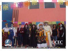 Alumnos de 5to semestre de la carrera de Diseño Gráfico realizan un desfile de catrinas en la materia de Arte Contemporáneo y Cultura de México.