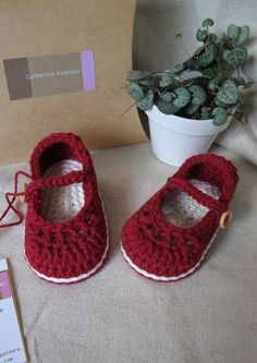 Crochet Baby Booties Crochet Baby Booties For Little Girl Ivory And Blue With Flo… Crochet Baby Clothes, Crochet Baby Shoes, Booties Crochet, Crochet Slippers, Mode Crochet, Knit Crochet, Häkelanleitung Baby, Baby Slippers, Baby Boots