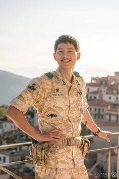 What is Song Joong Ki like behind the scenes of 'Descendant of the Sun'? | allkpop.com