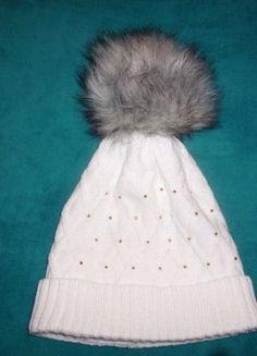 Kupuj mé předměty na #vinted http://www.vinted.cz/doplnky/zimni-cepice/14916888-krasne-bila-zimni-cepice-s-velkou-bambuli