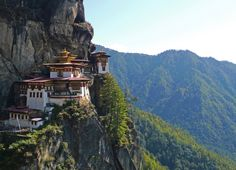 El monasterio Taktsang Palphug, conocido popularmente como el Nido del Tigre.  Butan