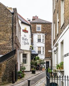 The Holly Bush pub in Hampstead, London is one of the best pubs in the city. #london #hampstead #pub