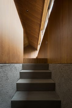 DGT Dorell Ghotmeh Tane / Architects, Takumi Ota · Oiso House on Inspirationde Contemporary Architecture, Architecture Details, Interior Architecture, Interior Stairs, Interior Exterior, Staircase Pictures, Staircase Ideas, World Of Interiors, Wood Interiors