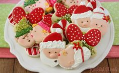KlickitatStreet kissing Christmas cookies