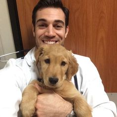 #pelfiewednesday should now be known as #apatheticpuppyday lol. This Golden Retriever puppy is undeniably adorable tho, right? #puppy #dog #vet #veterinary #veterinarian #puppydogdontgiveashit #honeybadger #golden #goldenretriever #idkwhyitakepicswithpuppiesanymorelol #vaccines #humpday