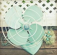 Old fan! Totally unsafe, but can you tell I'm obsessing over Robin's Egg blue? What Colors Represent, Retro Fan, Little Barn, Vintage Fans, Vintage Style, Vintage Items, Antique Fans, Vintage Green, Old Fan