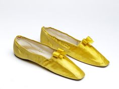 Canary yellow silk shoes or slippers - Silk satin lined with kid leather and linen - Great Britain - V & A Museum - 1830-1835
