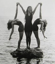 Bathing Beauties Do Beach Sculpture Pose! Vintage Reprint Of An Old Photo Bathing Beauties Do Beach Sculpture Pose! Vintage Reprint Of An Old Photo Here is a neat collectible featuring three b Vintage Pictures, Old Pictures, Vintage Images, Old Photos, 1920s Photos, Vintage Love, Vintage Beauty, Vintage Girls, Vintage Items