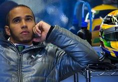 """10-Jun-2013 13:47 - HAMILTON BOOS OP MECANICIEN TIJDENS RACE. Lewis Hamilton was ontevreden met zijn derde plaats in de Formule 1 GP van Canada, achter winnaar Sebastian Vettel en nummer twee Fernando Alonso. Nog tijdens de race reageerde de Brit zich af via de radio op een mecanicien, weet The Sun.Toen de Mercedes-coureur een teamorder kreeg, was hij het blijkbaar zat. """"Laat me toch gewoon rijden, man!"""", zei Hamilton duidelijk via de radio. De Engelsman was waarschijnlijk ontevreden over..."""