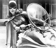 "Yvonne Craig, Batgirl on ""Batman"" TV Series Batman Tv Show, Batman Tv Series, Yvonne Craig, Batman 1966, Batman Robin, Batman Girl, Gotham Batman, Batwoman, Nightwing"