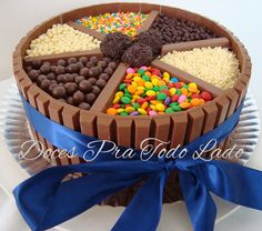 bolo de kitkat com brigadeiro - Pesquisa Google Torta Candy, Candy Cakes, Cupcake Cakes, Candy Recipes, Dessert Recipes, Chocolate Box Cake, Money Cake, Watermelon Cake, Novelty Cakes