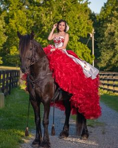 Source by kellyglz dresses maroon Mariachi Quinceanera Dress, Mexican Quinceanera Dresses, Quinceanera Ideas, Sweet 15 Dresses, Cute Dresses, Quince Dresses Mexican, Quince Pictures, Vestido Charro, Champagne Homecoming Dresses