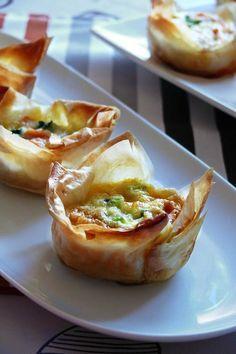 tartaleta de salmon Pasta Filo, Smoked Salmon, International Recipes, Appetizer Recipes, Dinner Recipes, Fish Recipes, Appetizers, Quiches, Omelettes