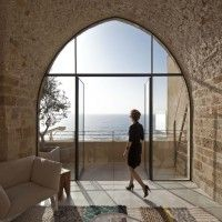 Contemporary minimalism and historical asceticism in a historic apartment in Old Jaffa which renovated by Pitsou Kedem architects. The language of minimalism embedded in the 100 square meter historic apartment in Old Jaffa. Cabinet D Architecture, Interior Architecture, Interior Design, Eclectic Design, Historical Architecture, Interior Decorating, Flat Interior, Design Interiors, Modern Design