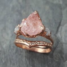 Another one for my rough gem lovers. Morganite and conflict free rough diamonds in rose gold. Another one for my rough gem lovers. Morganite and conflict free rough diamonds in rose gold. Engagement Ring Settings, Vintage Engagement Rings, Vintage Rings, Crystal Engagement Rings, Rose Gold Engagement, Solitaire Engagement, Vintage Silver, Bridal Rings, Wedding Rings