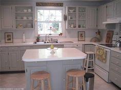Adorable seaside cottage kitchen