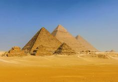 Pyramides en papier peint déco