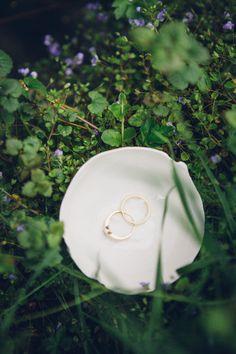 Ringschale aus Porzellan; handgeformt mit Liebe @textpoterie außen mit textiler Prägung innen transparent glasiert Bags, Wedding, Shopping, Ring, Handbags, Valentines Day Weddings, Weddings, Marriage, Bag