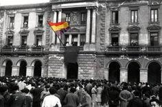 1931-04-14. Izada de la bandera republicana desde el balcón del Ayuntamiento.- AYUNTAMIENTO DE EIBAR