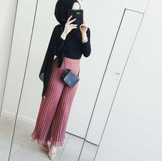Pleated Palazzo Pants Eid Hijab Outfits for Trendy Girls - Just Trendy Girls Arab Fashion, Muslim Fashion, Girl Fashion, Casual Hijab Outfit, Hijab Chic, Modest Wear, Modest Outfits, Eid Outfits, Fashion Outfits