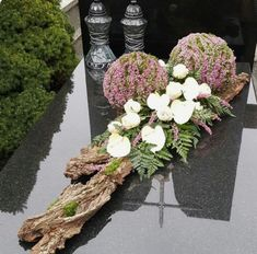Funeral Flowers, Ikebana, Grapevine Wreath, Grape Vines, Flower Art, Floral Arrangements, Floral Wreath, Wreaths, Table Decorations