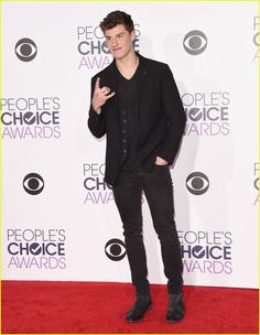 Shawn Mendes Ready for People's Choice Performance: 'Gunna Be Unreal': Photo #912416. Shawn Mendes arrives ready to perform at the 2016 People's Choice Awards held at the Microsoft Theater on Wednesday (January 6) in Los Angeles. The 17-year-old…