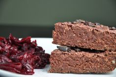 Really delicious, soft, chocolate oatmeal beet brownies with chickpea without flour, sweetened with honey. Even people who are not used to healthy vegetable desserts will like t. Gluten Free Oatmeal, Vegan Gluten Free, Sin Gluten, Brownies Sains, Beet Brownies, Desserts Sains, Chocolate Oatmeal, Moist Cakes, Healthy Vegetables