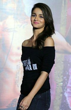 "afashionistasdiaries: ""Alia Bhatt's Casual Look FAB or DRAB? Bollywood Outfits, Bollywood Actors, Bollywood Fashion, Bollywood Style, Beautiful Bollywood Actress, Beautiful Actresses, Alia Bhatt Photoshoot, Aalia Bhatt, Alia Bhatt Cute"