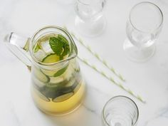 Cucumber-Mint Iced Tea recipe from Food Network Kitchen via Food Network Smoothie Drinks, Smoothie Recipes, Vegan Smoothies, Mint Iced Tea, Homemade Liquor, Turkish Kitchen, Vegetarian Paleo, Acne Remedies, Tea Recipes