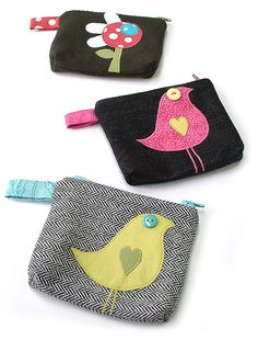 love these little purses!love these little purses! Fabric Crafts, Sewing Crafts, Sewing Projects, Diy Couture, Creation Couture, Fabric Bags, Small Bags, Small Purses, Sewing For Kids