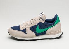 Nike Wmns Internationalist (Binary Blue / Stadium Green - Oatmeal - Sail)