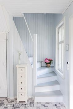 Ränkikuja 00750 Helsinki Detached house for sale Shortcut 13093398 Painted Staircases, Painted Stairs, Loft Stairs, House Stairs, Cottage Stairs, Narrow Staircase, Loft Room, Attic Rooms, Home Renovation