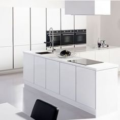 Instagram photo by interiorsme - #kitchen #whitekitchen #whiteonwhite #touchofblack #ime #interiors #interiorsme #interiordesign #cleanlines #contemporary #photo @freedom_kitchens