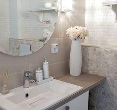 """Mi piace"": 4,391, commenti: 11 - Annika Seppälä, 31 (@pellavaa_ja_pastellia) su Instagram: ""Flowers make home so fresh and beautiful Nämä kauniit ruusut on Amanda B:stä! Katso blogistani…"" New Room, Bathroom Inspiration, Home Bedroom, Modern Interior, My Dream Home, Beautiful Homes, Home And Garden, Design, Amanda"
