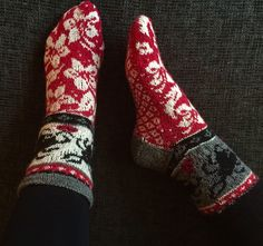 Ravelry: Socks Bugs and flowers pattern by Jenny Lorefors