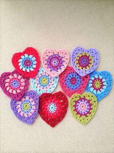 [Free Pattern] So Simple And Yet So Beautiful Sunburst Granny Hearts