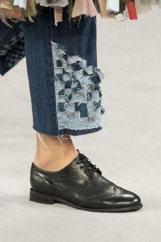 Viktor & Rolf at Couture Fall 2016 - Details Runway Photos Denim Ideas, Denim Trends, Denim Fashion, Womens Fashion, Denim Art, Tsumtsum, All Jeans, Denim Crafts, Fashion Details