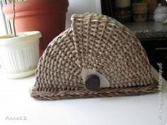 Хлебница плетеная из бумаги. МК Book Crafts, Paper Crafts, Newspaper Basket, Paper Beads, Diy Projects To Try, Storage Baskets, Furniture Making, Basket Weaving, Wicker Baskets